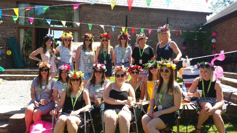 MOBILE FLOWER CROWN WORKSHOPS THE CRAFTY HEN HEREFORDSHIRE.jpeg