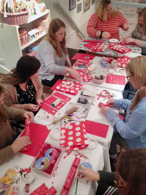 Making christmas crackers in store event the crafty hen if youre struggling to come up with a unique activity to make this christmas works do family gathering or other festive occasion that much more special solutioingenieria Image collections