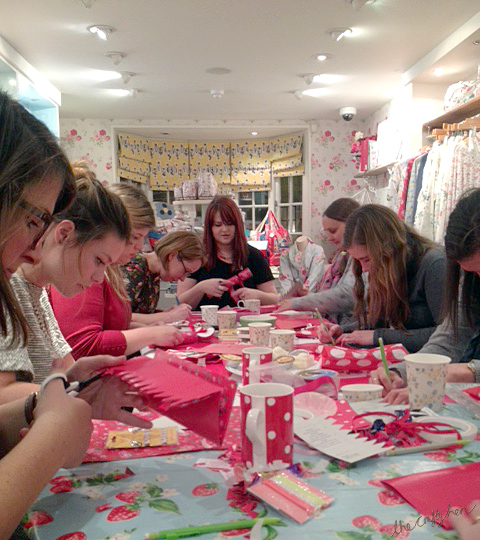HOW TO MAKE CHRISTMAS CRACKERS CRAFT WORKSHOP THE CRAFTY HEN 1.JPG