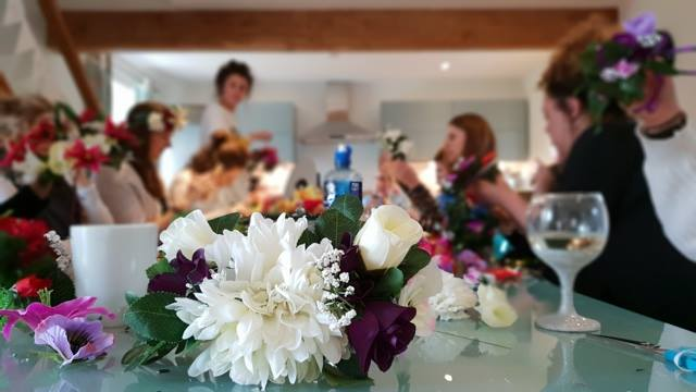 FLOWER CROWN WORKSHOP HEN PARTY IDEA