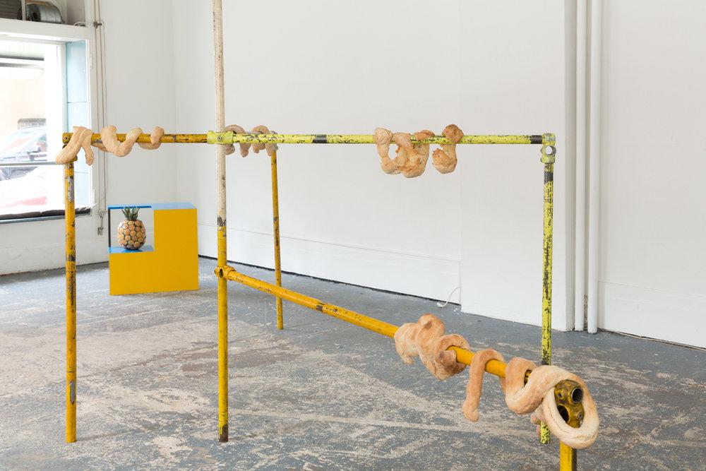 Bread Embracing a Scaffold, 2014 Brot, Gerüstteile Raumhöhe x ca. 3m x 3m