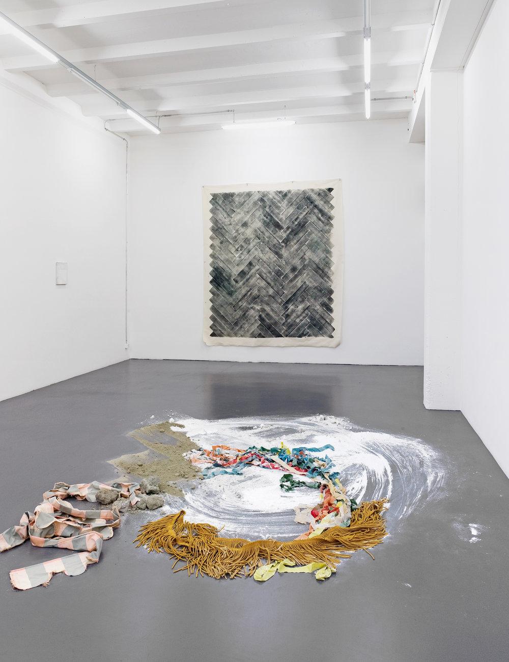 All Tomorrow's Parties, 2012 Holzdruck auf Baumwolle 275 cm x 245 cm  Vordergrund: Sonia Kacem