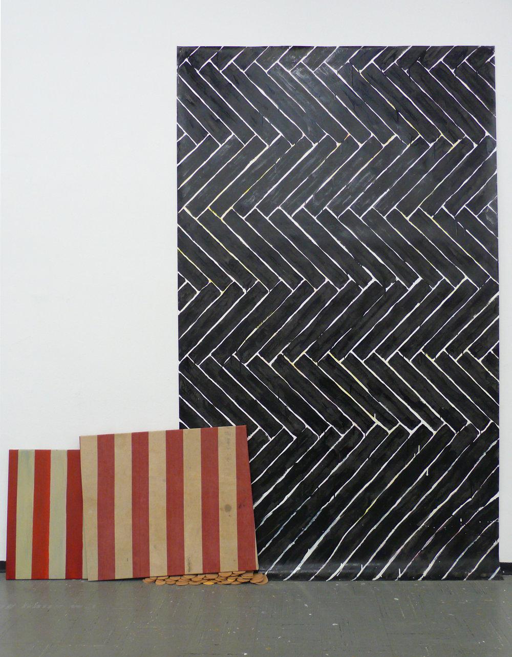 Ohne Titel, 2010 Öl auf Leinwand, Stoff, ungebrannter Ton,80 x 130 x 15 cm Lack auf Papier, 250 x 150 cm