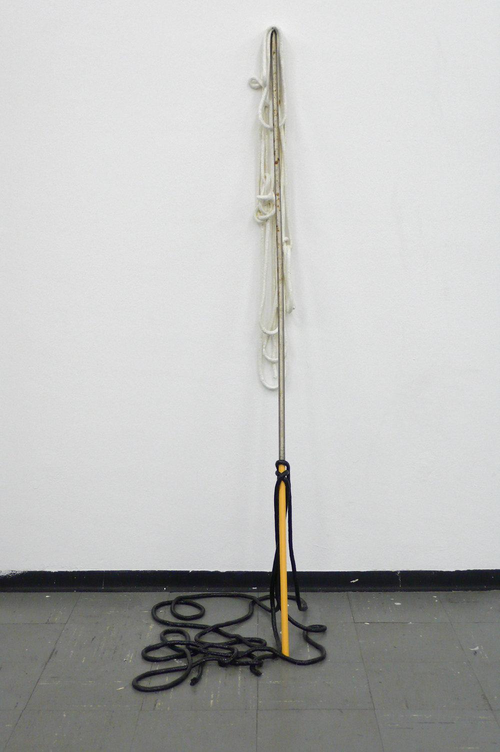 Ohne Titel, 2010 Metall, Schnur, Leim 140 x 60 x 70 cm
