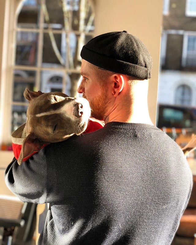 These hunks are ready to tend to your grooming needs. Potentially a hug too, if you're lucky! 💈✂️🐶 #ELPbarbershop #londonbarber #menshair #wetshave #haircut #beer #barbershop #menshaircut #classiccut #malegrooming #amwellstreet #ec1 #barbershopconnect #modernbarber #wahl #grooming #shopdog