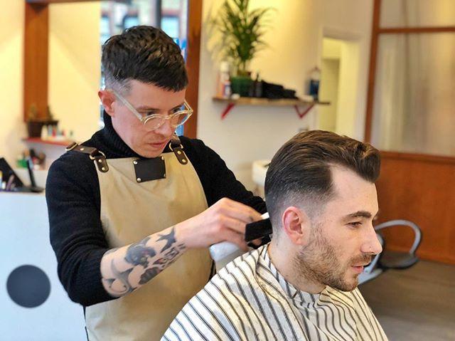 Few spots left today, get them while ya can!  #ELPbarbershop #londonbarber #menshair #wetshave #haircut #beer #girlswithshorthair #girlcrop #barbershop #menshaircut #classiccut #malegrooming #amwellstreet #ec1 #barbershopconnect #modernbarber #wahl #grooming