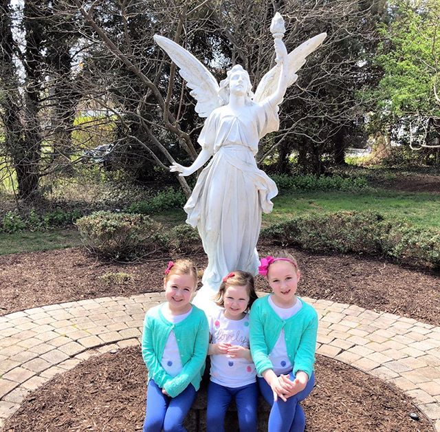The original girl gang 💗💗💗#selliersistersonthestatue #minustheirmascotblaise #sundayfunday #happycatholic #sundaymass