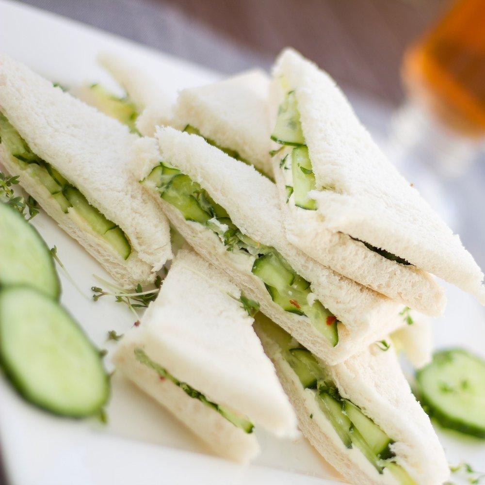 CLUB SANDWICH - CHUTNEY D'OIGNONS CROQUANTS, pommes & graines de coriandreCONCOMBRE & MENTHE