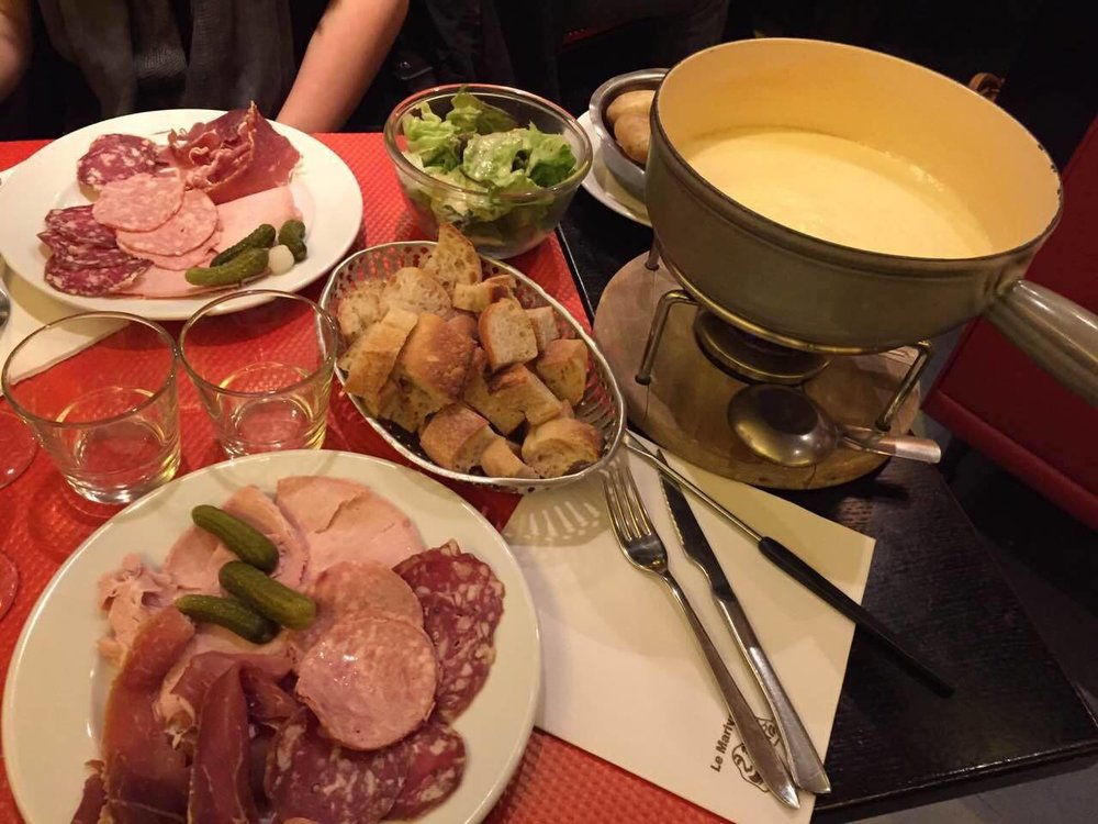 A favorite in Paris: fondue, the raclette in the city is also delicious
