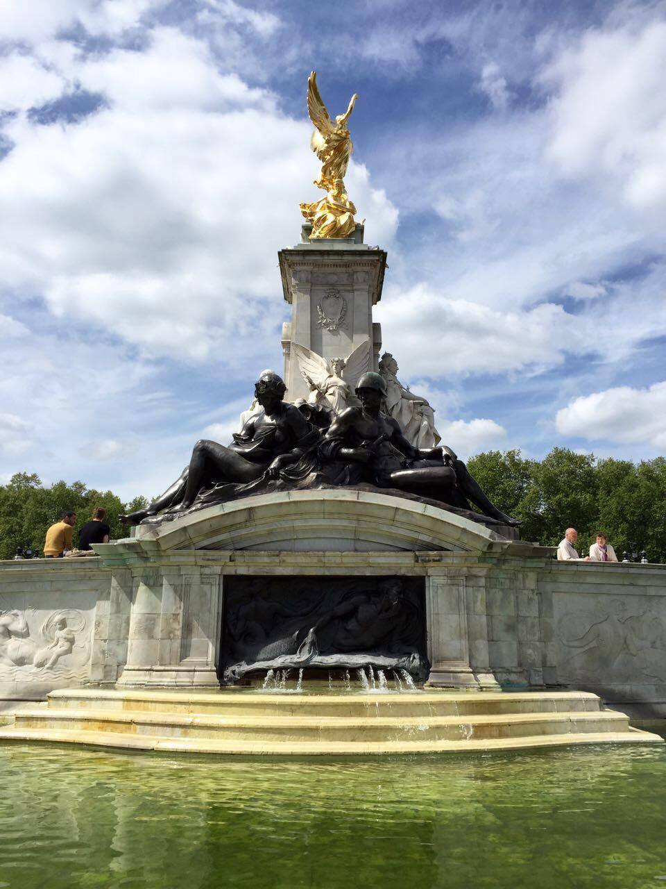 A monument to Queen Victoria