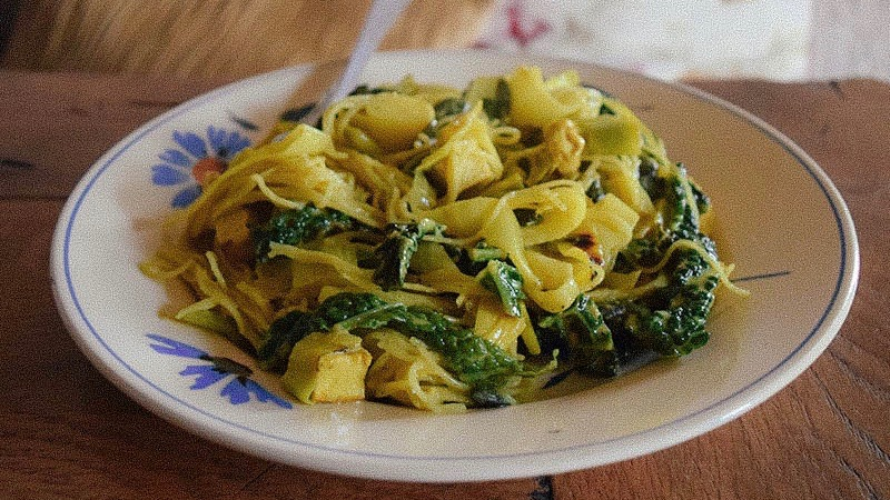 noodle curry with green cabbage and tofu