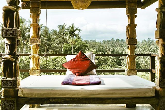 Don't quit your day dream!!! Because all that is standing in the way of your dreams is a plan to make them a reality. Turn your dreams into goals and your goals into tangible steps because your future is yours to create! What if you started today? Here is a flashback to one of our favorite daybeds at @soulshinebali. Taken during our last Lead With Love Retreat in Bali. The perfect place to craft up our big dreams ✨ photo by @savatgy