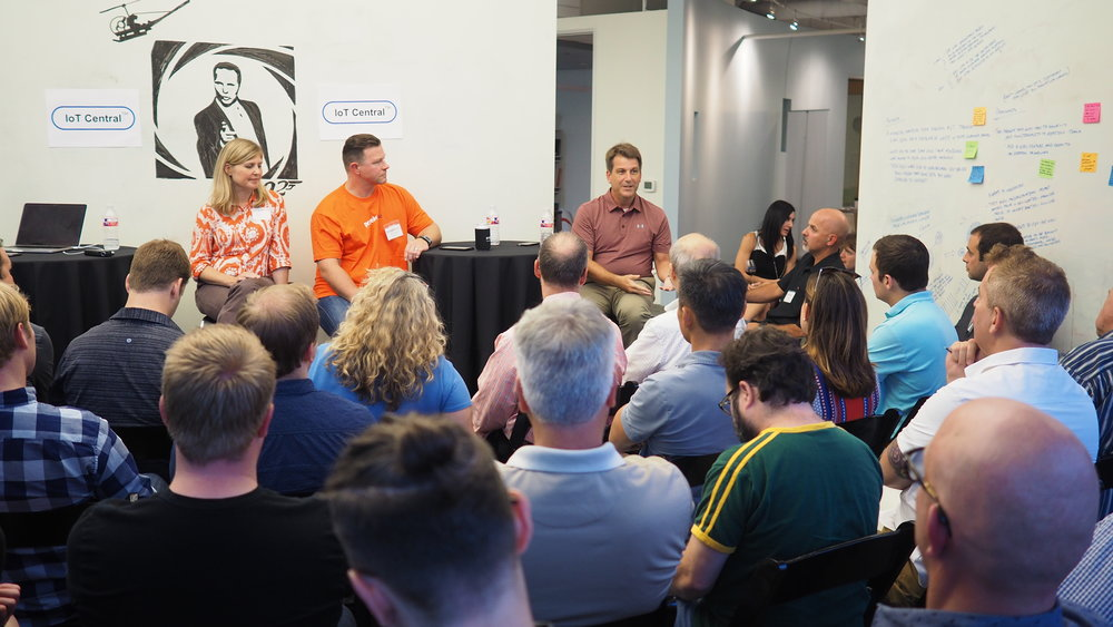 projekt202 Austin recently hosted a well-attended discussion on the Internet of Things. IoT experts from Dell, Under Armour and FutureAir joined projekt202's Paul Tidwell on the panel.