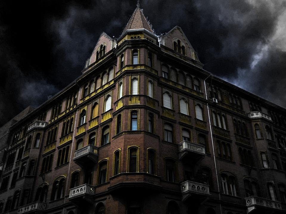 haunted-house-corner-200065_960_720.jpg