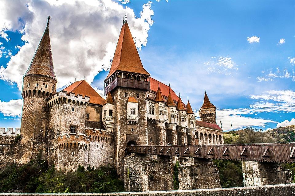 hunyad-castle-transylvania-gothic-architecture.jpg