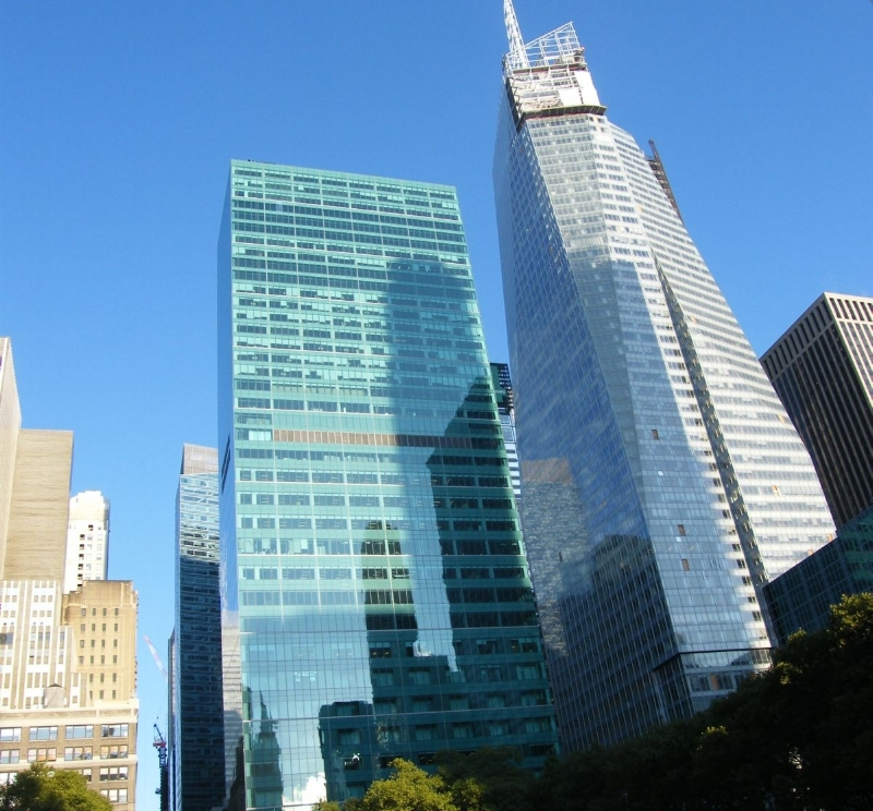 1095_Avenue_of_the_Americas_and_Bank_of_America_Tower.jpg