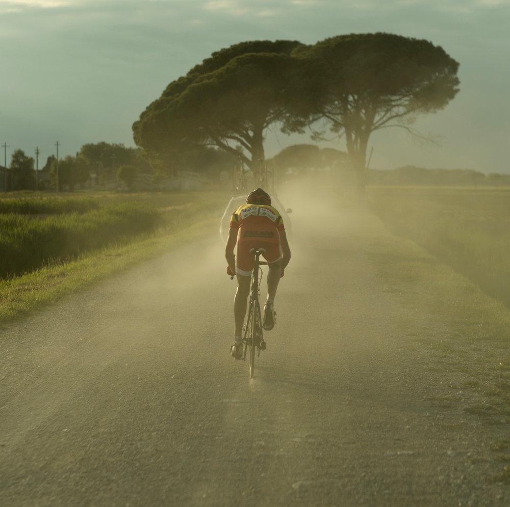 Coureur_3_LonelyCyclist2_web_CROP.jpeg
