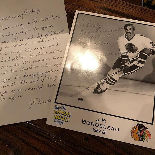 When a client sees their old, unsigned hockey photo on our wall and sends us a fresh one signed with a personal letter 🙌 /// #oldport #mtl #hockey #bestclients #lusinedespaghetti