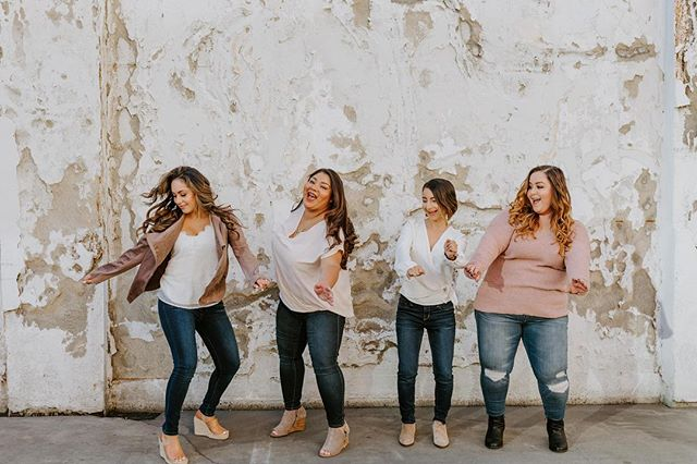 Stick with the people who pull the magic out of you, not the madness. And find a #girltribe that matches your vibe!  Here's Team @mo_to_love loving every minute of our shoot with the amazing @jaclyncphotography  Happy #galentinesday to all the #bossbabes who are making it happen. And remember to always stop for a #danceparty !