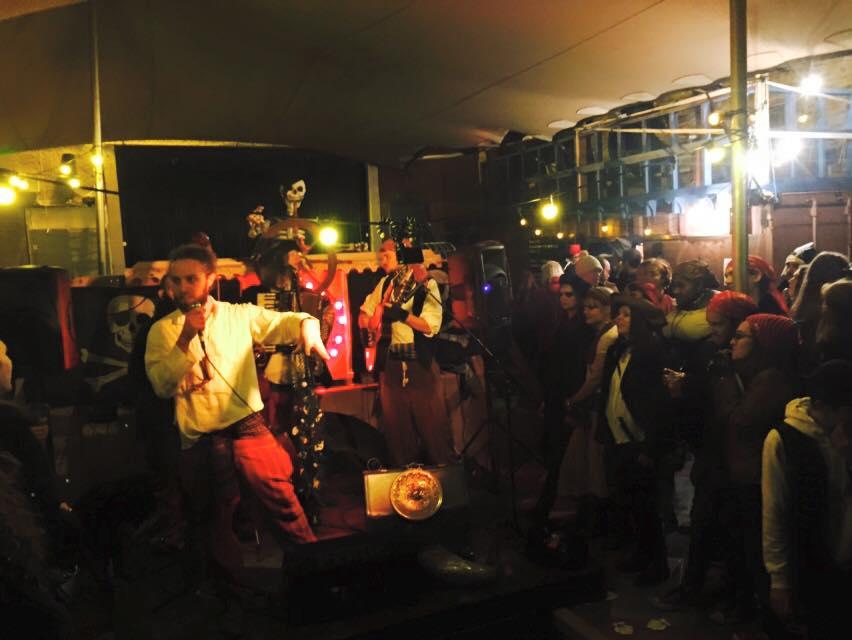 Lonan crowd.jpg