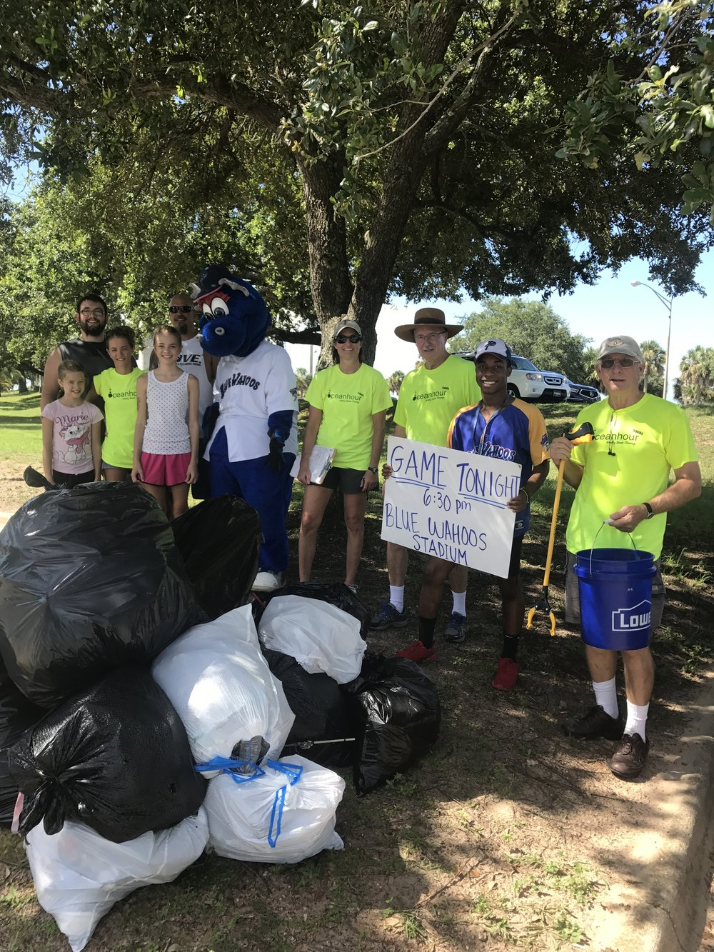 40+ volunteers picked up 430 lbs of trash from the Visitor Center, Project Greenshores, the boat launch, Graffiti Bridge and the 17th St Stormwater Park