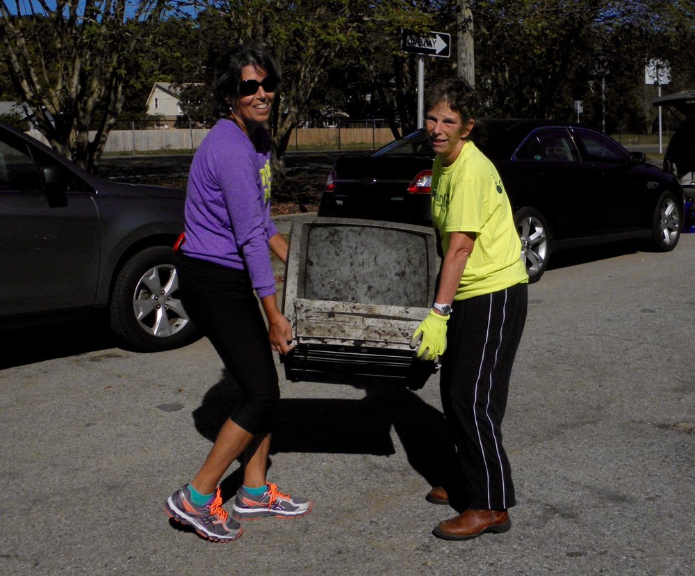 - A TV at Chimney Park (206 lbs of trash) and 15+ nails in the parking lot. At Bay Bluffs 191 lbs bringing yearly total to over 9,000 lbs!