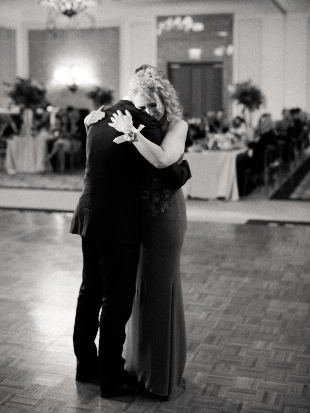 0074-When-He-Found-Her-Muskoka-JW Marriott-The Rosseau-shea-events-sweet-woodruff-canadian-resort-wedding.jpg
