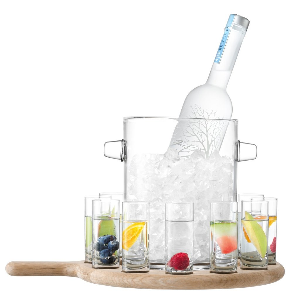 L    SA V    ODKA SERVING KIT AND OAK PADDLE    £84  The perfect house warming gift.
