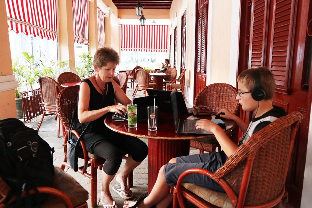An hour of internet (and mojitos), Cienfuegos