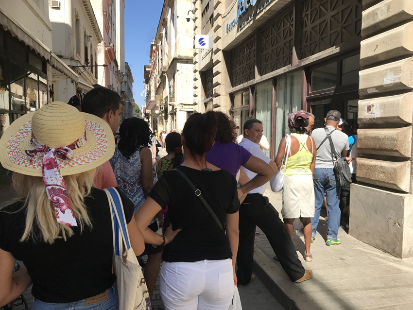 The queue outside the Etacsa office in Havana