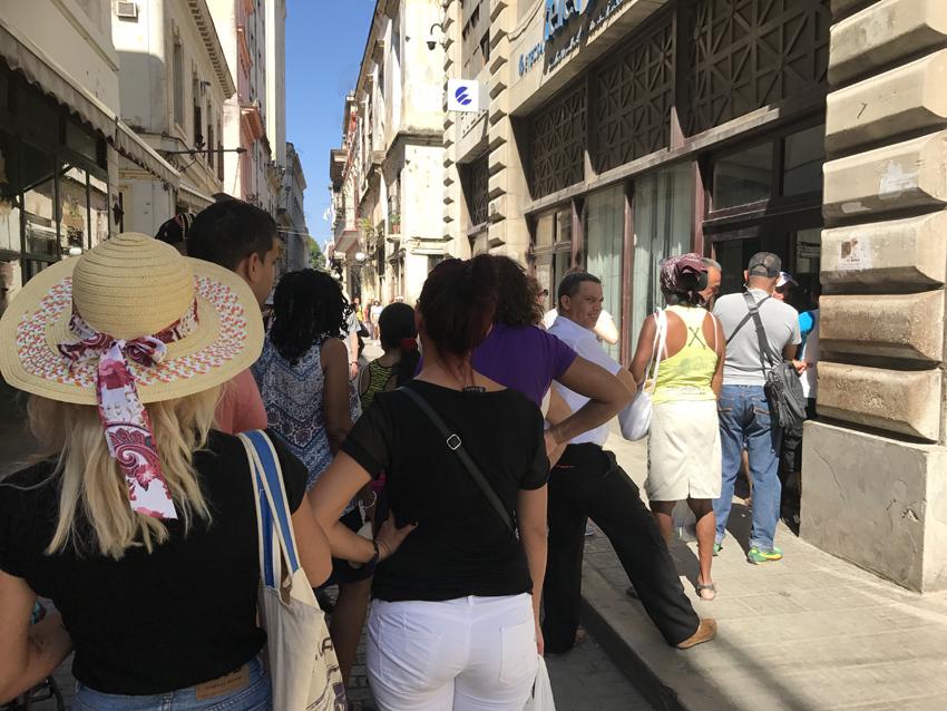 The queue outside the Etacsa office in Havana