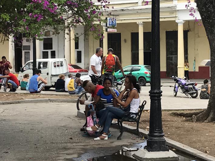 Internet, Parque Jose Marti, Cienfuegos