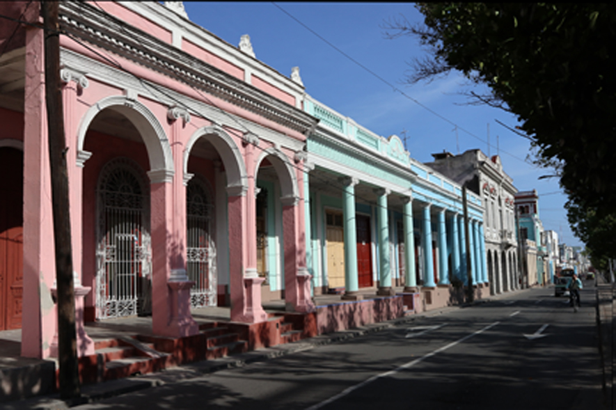 Cienfuegos portalos, but without the pouring rain