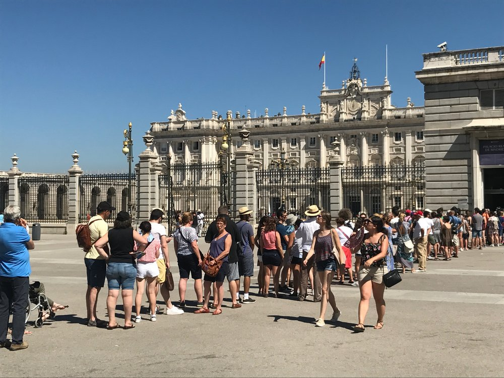 Irrelevant thought: Spain could learn a bit from Cuba in terms of queuing protocol (see previous blog). Standing for long periods of time in the blazing heat of a Spanish summer day to get into a palace, however splendid, can't have been any fun for these tourists. Surely there has to be a better way?