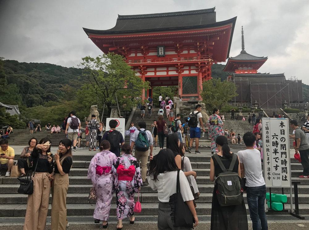At Kiyomizu-dera. Matching kimonos, matching trousers...