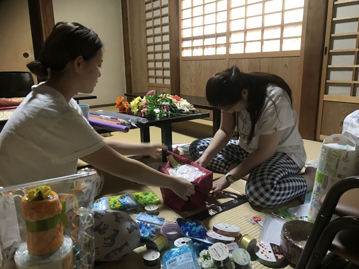 Saho and Yuri make up gift baskets