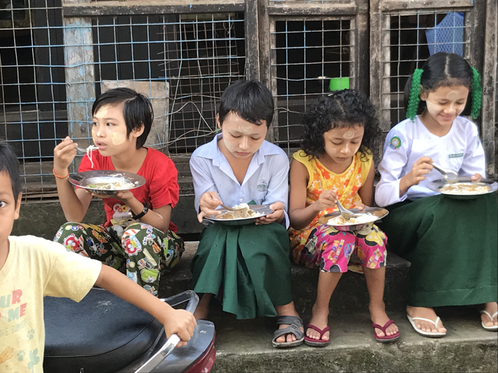 The school uniform in Myanmar seems to be the same everywhere in the country - green longyi for older children (boys and girls) and green shorts for younger kids, with a white shirt