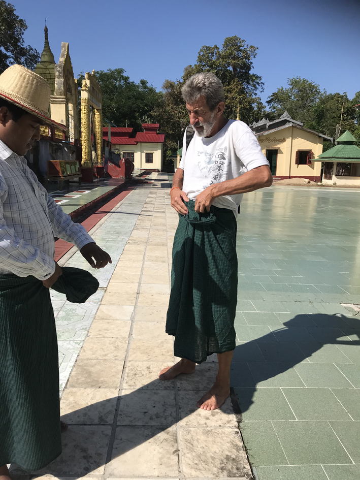 Geoff gets a lesson in tying his longyi