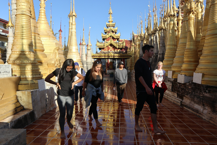 Also intrusion-free: the golden stupas at the pagoda at In Thein