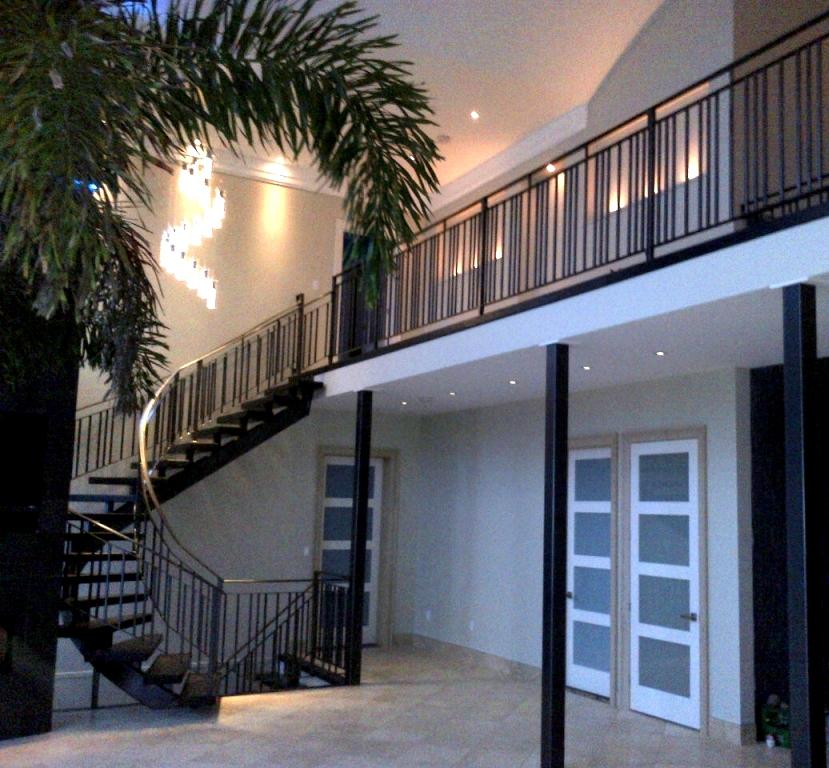curved stair.JPG