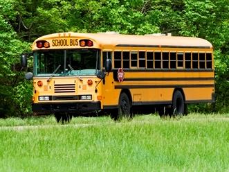 school-bus-traveling-on-interstate-in-springtime_rK4g3TaVo.jpg