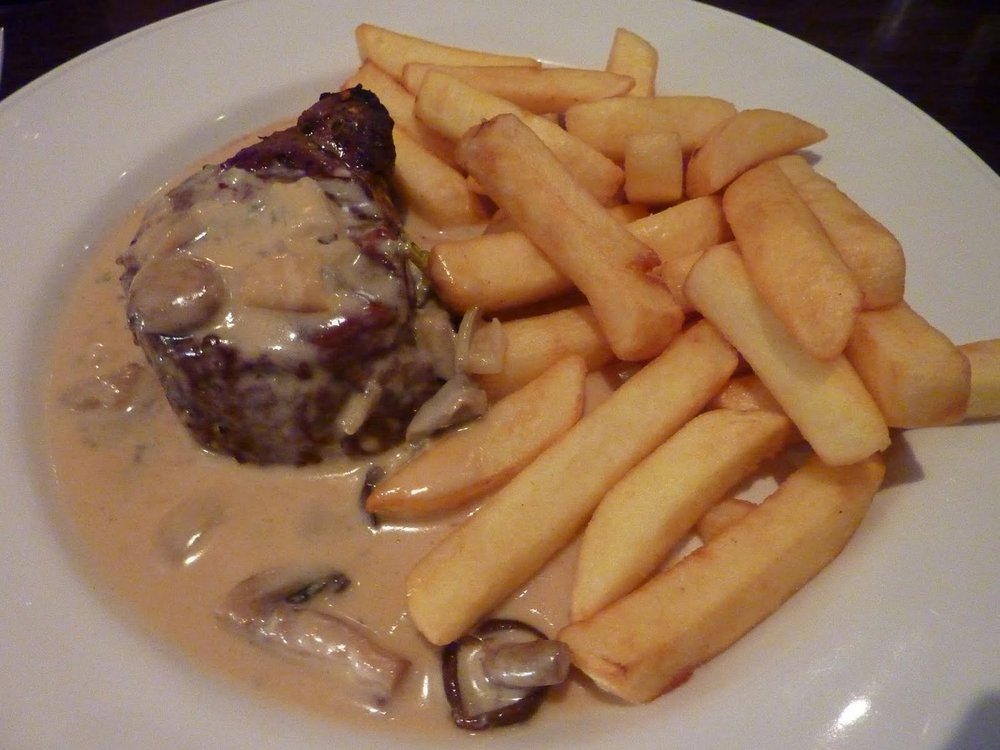Filetto alla Griglia - fillet steak with Dolcelatte e fungi sauce (blue cheese & mushroom) £19.95 inc sauce