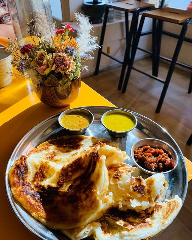Today we popped to Julie's Kopitiam for lunch 😍 Roti canai, pork hakka & chicken curry special: what an absolute feast. Have you been to Julie's yet? @julieskopitiam ⠀⠀⠀⠀⠀⠀⠀⠀⠀⠀⠀⠀ ⠀⠀⠀⠀⠀⠀⠀⠀⠀⠀⠀⠀ #glasgow #glasgowfood #theglasgowfoodblog #food #foodpics #foodporn #foodgram #foodgasm #foodgram #foodphotography #glasgowfood #instafood #foodblog #foodblogger #theglasgowfoodcompany #theglasgowfoodco #peoplemakeglasgow #visitscotland #scotland #julieskopitiam #shawlands
