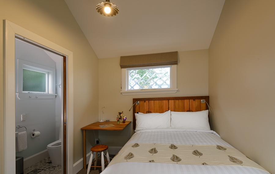Kauri Double Room with Ensuite.jpg