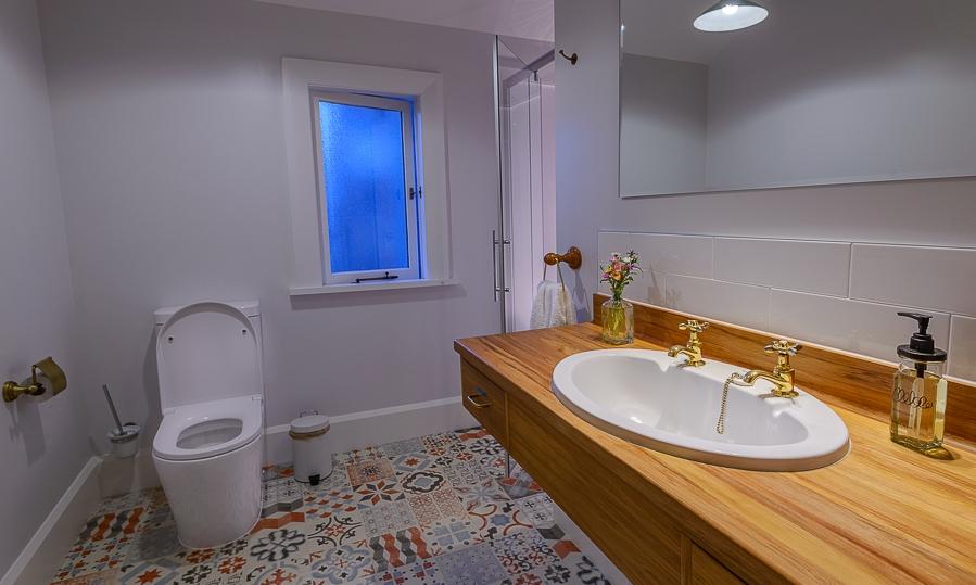 Upstairs Shared bathroom for Oregon & Jarrah Rooms.jpg