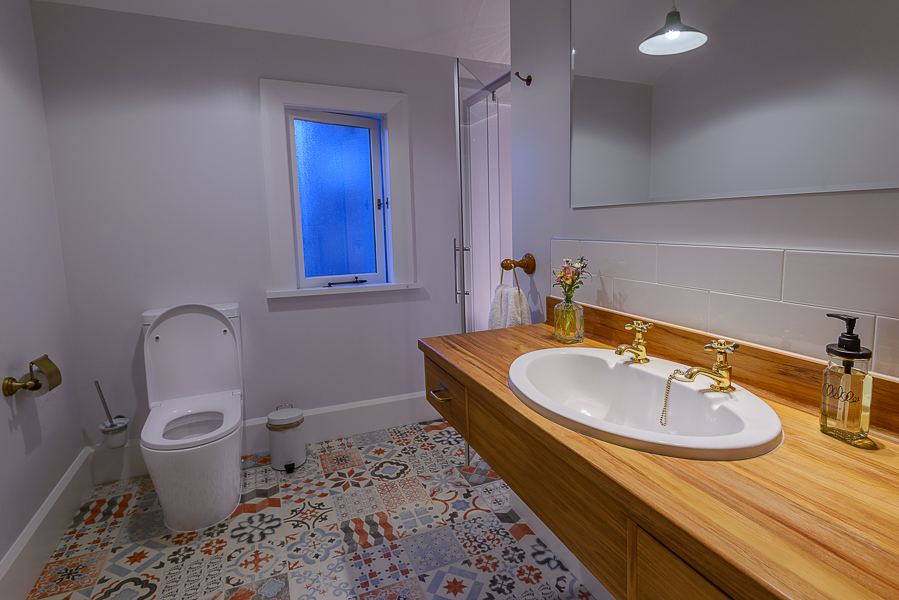 Upstairs Shared bathroom for Oregon & Jarrah Rooms.jpg