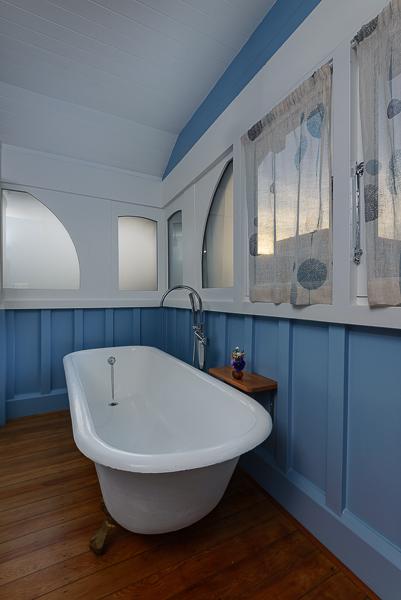 Oak Bathroom - Clawfoot Bath.jpg