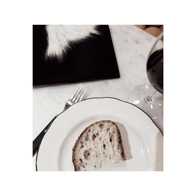#MyHide   About last night @portenosydney - DELISH as always.⠀ Our Plato Pouch enjoying a glass of fine Malbec. ⠀ Show us YOUR Hides #MyHide ⠀ ⠀ For one of your own? Link in Bio.