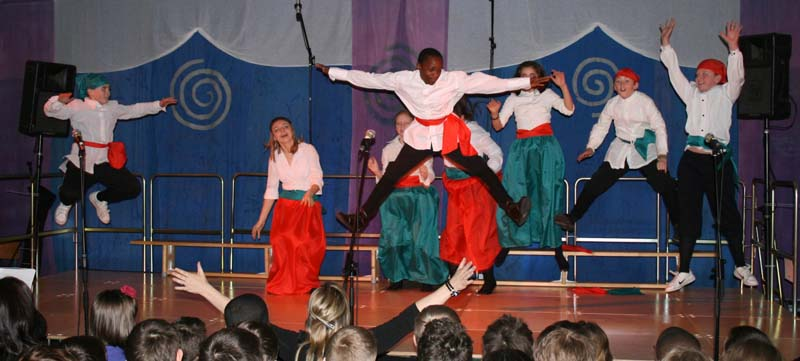 Pics-Intnl18 Cossack Dance.jpg