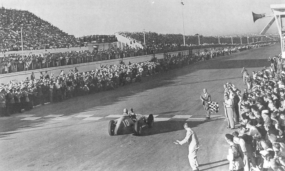 Ascari takes the chequered flag. Photo: unknown.